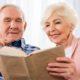 Książki z dużą czcionką. Świetny pomysł na prezent dla babci i dziadka